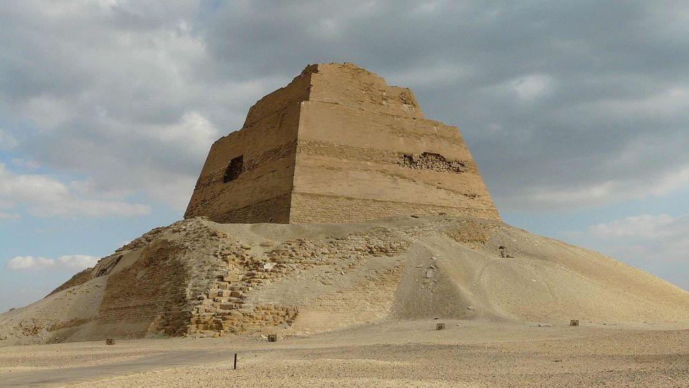 La pyramide à degrés de Snéfrou, à Meïdoum