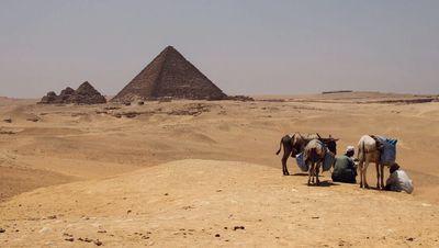 Pyramides dans le désert