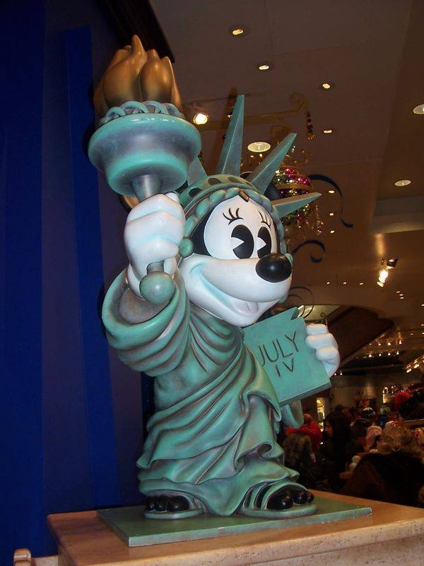 Minnie en statue de la Liberté