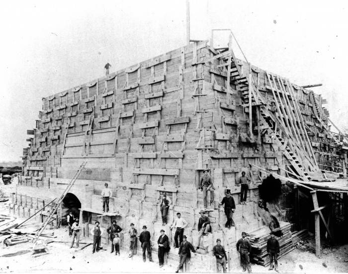 Construction du piédestal