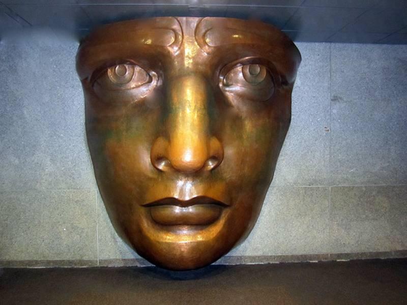 Visage de la statue dans le musée