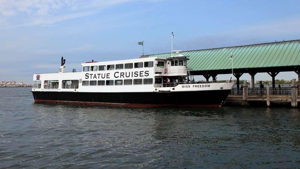 Un bateau de Statue Cruise