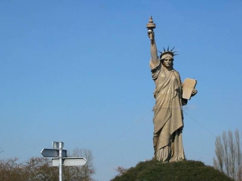 Souvent Copies, répliques et reproductions de la statue de la Liberté en  IE58