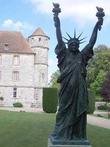 Réplique du château de Vascoeuil