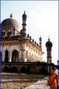 Le mausolée d'Ibrahim Roza