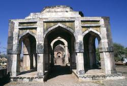 L'Ashrafi Mahal