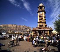 La tour de l'horloge et le marché de Sardar