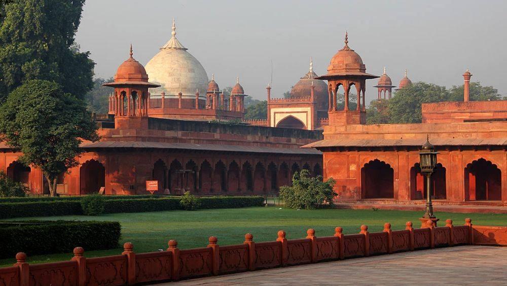 Les arcades et les dômes secondaires hindous