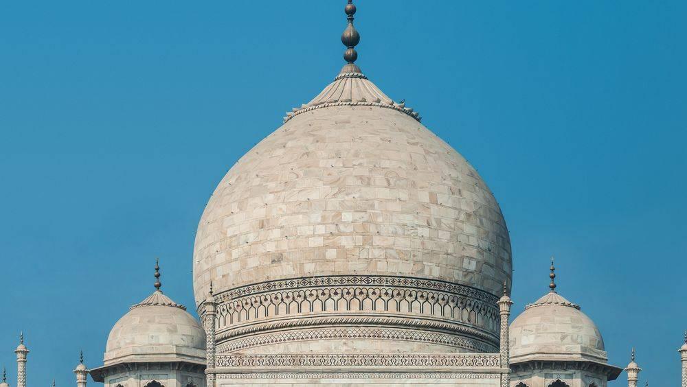 Le dôme bulbeux du Taj Mahal