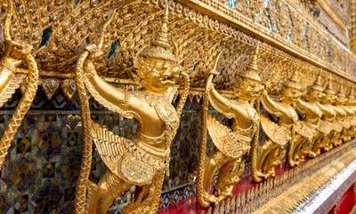 Décor aux pieds du temple
