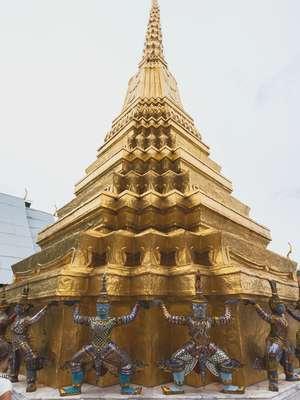 Deux stupas dorés