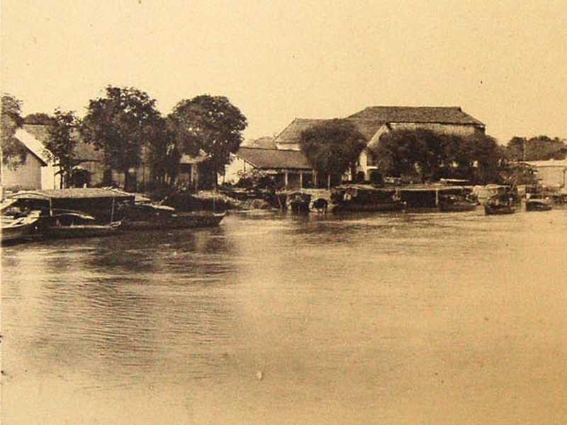 Halls des messageries fluviales de Saïgon