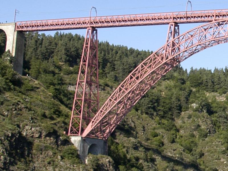 Une pile du viaduc de Garabit, en caissons