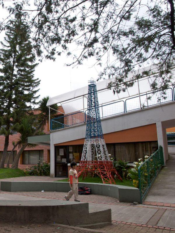 Réplique du lycée La Condamine