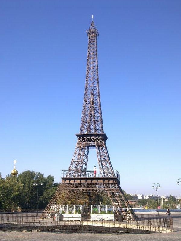 Copies r pliques et reproductions de la tour eiffel en ukraine - Les dimensions de la tour eiffel ...
