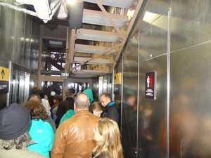 La queue pour le 3e étage