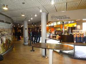 Une cafétériat, au deuxième tage