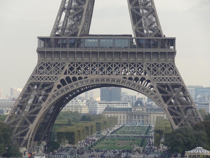 Vue sur le 1er étage de la tour Eiffel