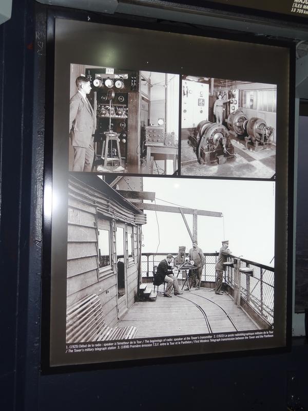 Un panneau montrant les expériences faites sur la tour