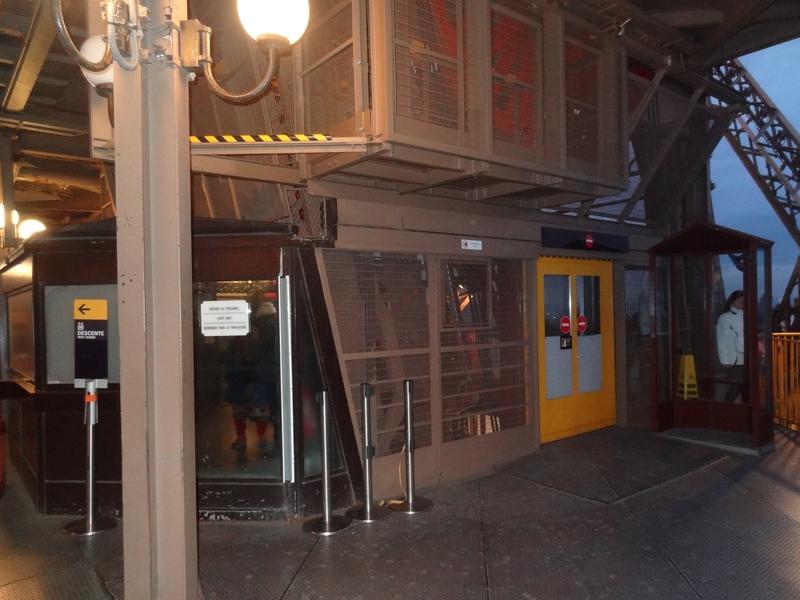 Arrivée de l'ascenseur au 2e étage