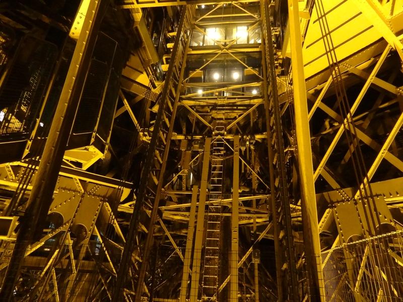 Cage d'ascenseur Ouest