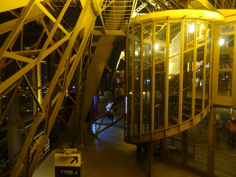 Départ de l'escalier entre les 1er et 2e étage