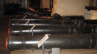 Les canons et mortiers